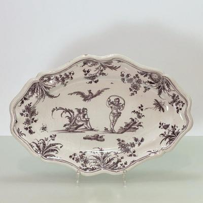 Lyon - Earthenware Dish With Putti Decoration - Eighteenth Century