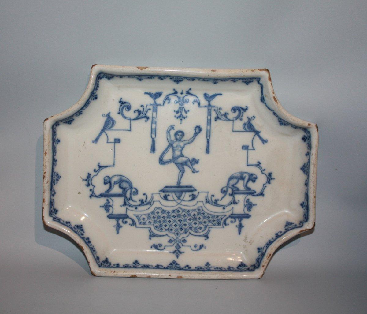 Petit Plat En Céramique. Italie XVIIIe Siècle.