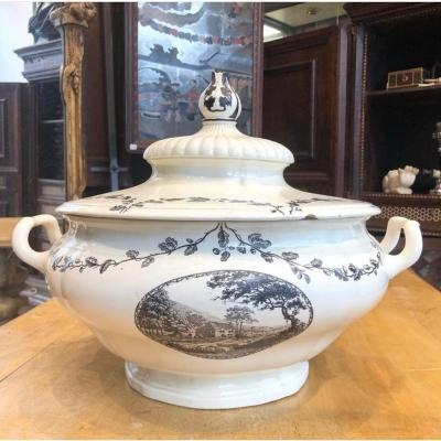 Soupière En Porcelaine, Wedgwood, XIXème Siècle.