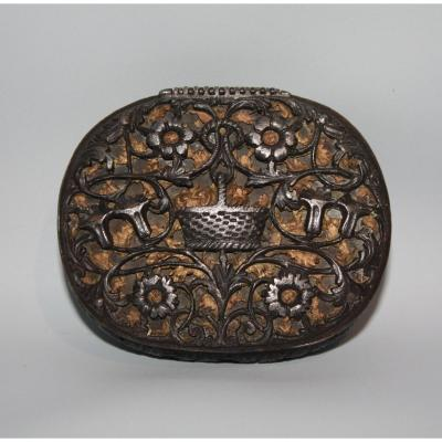 Iron And Copper Snuffbox. France. XVIIth Century.