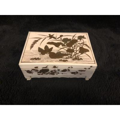 Box In Ivory And Lacquer From Japan Late Nineteenth