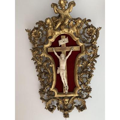 Cadreé Bois Doré Avec Un Christ En Ivoire époque 18e
