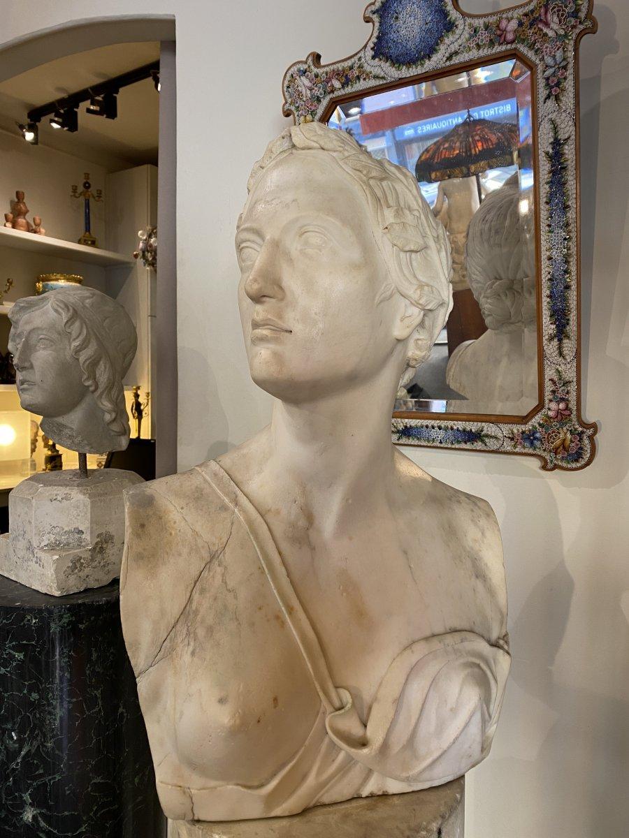 Buste Néoclassique en marbre blanc, fin du XVIII°