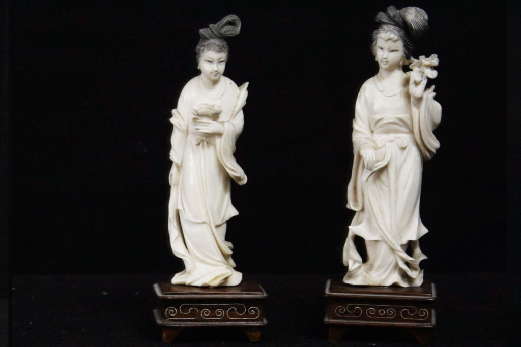 Paire De Statuettes, Japon, Ivoire
