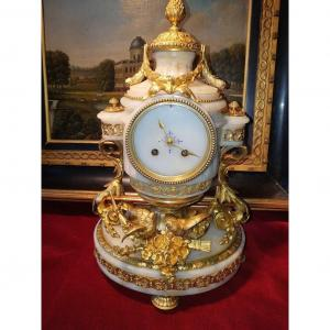"""""""Lovely Louis XVI Clock"""" in Bronze & Marble Dating from the 19th Century It is signed by Roblin in Paris. Richly decorated with bronzes which characterize the Louis XVI style. No key and pendulum. Height 42 cm - Weight 11 kgs."""