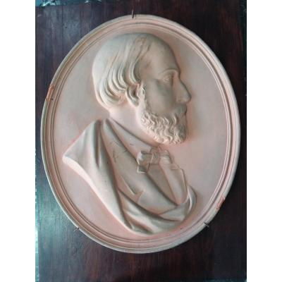 Oval-shaped Terracotta Plaque Showing A Man In Profile