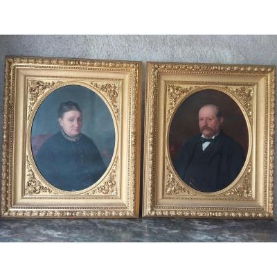 Paire De Portraits à l'Ovale Dans Leurs Cadres Dorés Datés 1890