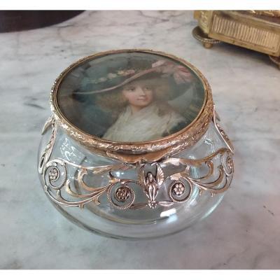 Belle Boite En Verre Soufflé,  Monture En Métal Doré,  Jeune Femme Au Chapeau En Miniature