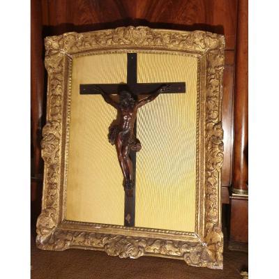 Christ Attribué à l'Ateler De Bagard Dans Un Cadre En Bois Doré Régence