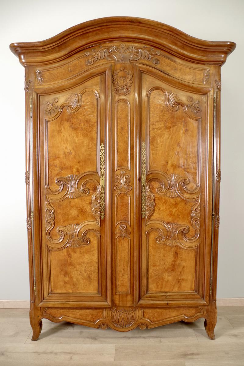 armoire ancienne noyer vendre. Black Bedroom Furniture Sets. Home Design Ideas