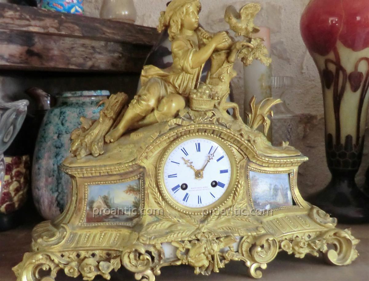 Pendule Bronze De Style Louis 16
