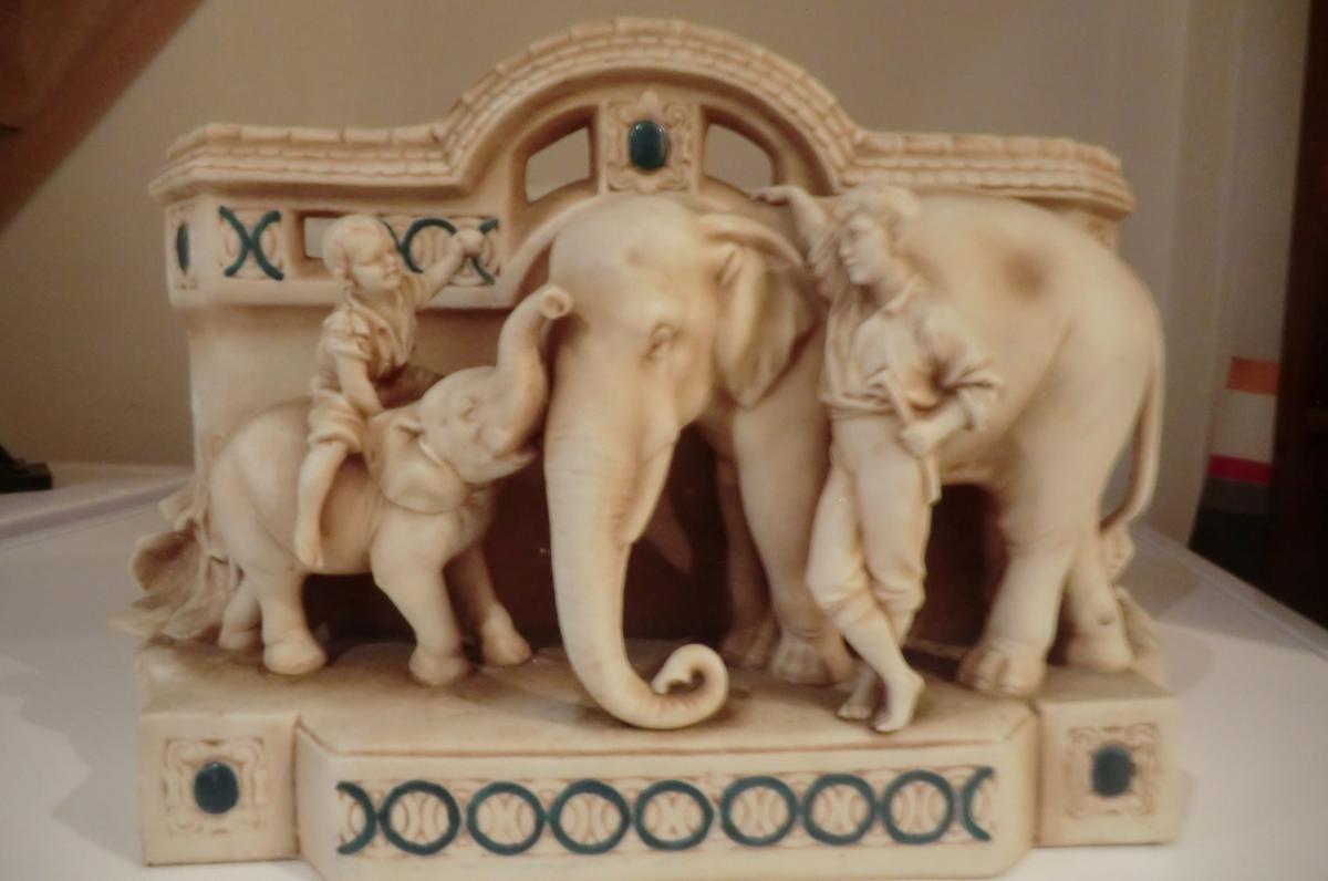 Elephant Et Son Cornac Dans Le Gout De Royal Dux Bohême Austria