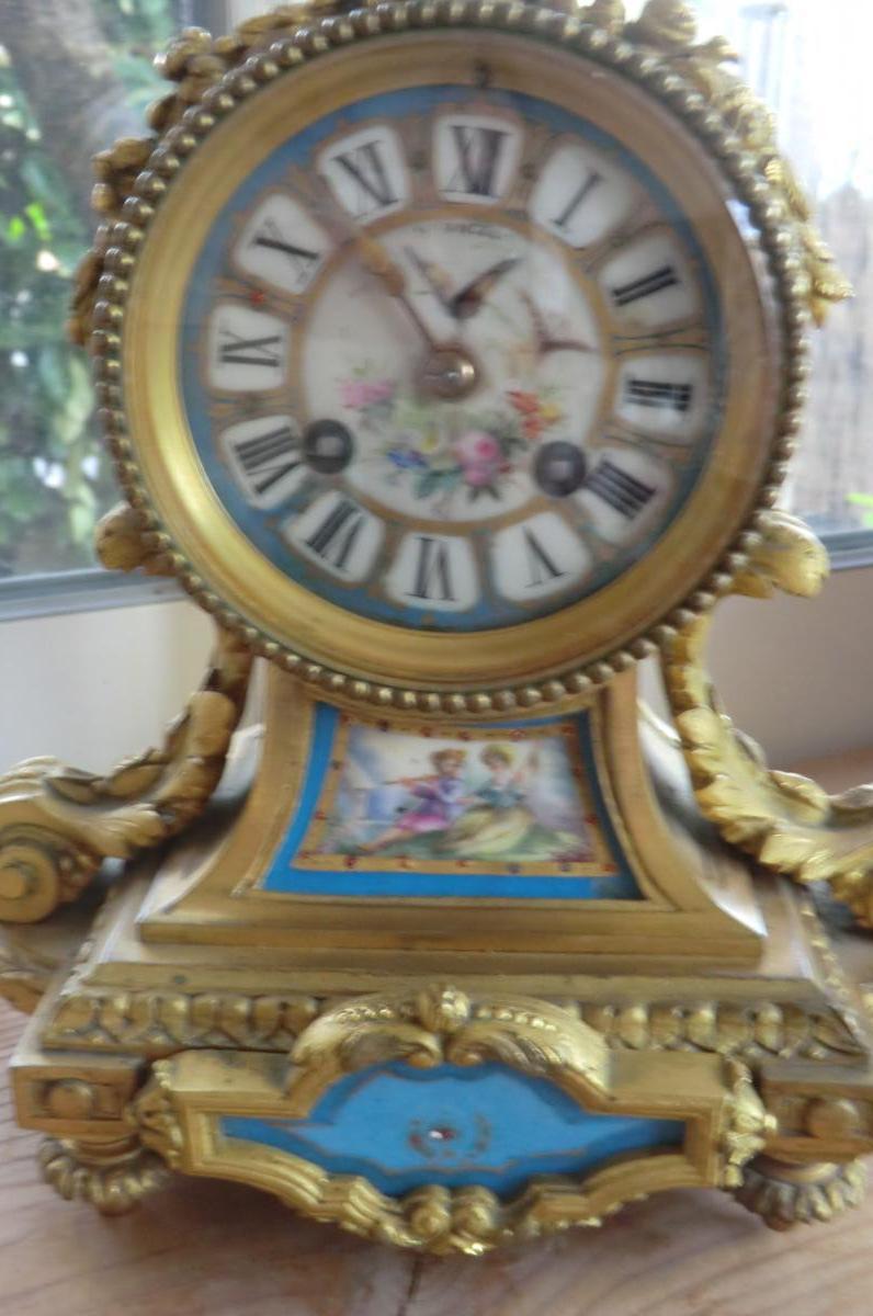 Pendule Louis XVI Bronzes Dores Et Porcelaine De Sevres-photo-2