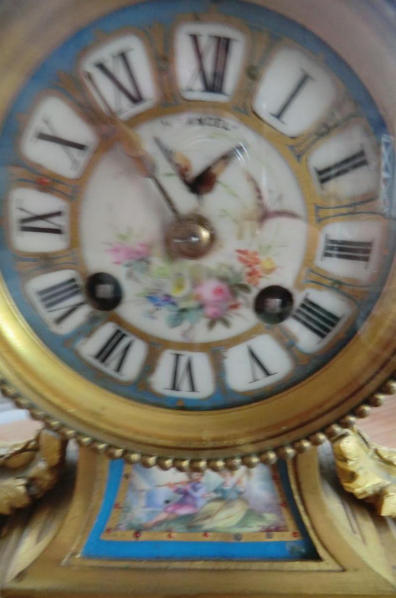 Pendule Louis XVI Bronzes Dores Et Porcelaine De Sevres-photo-3
