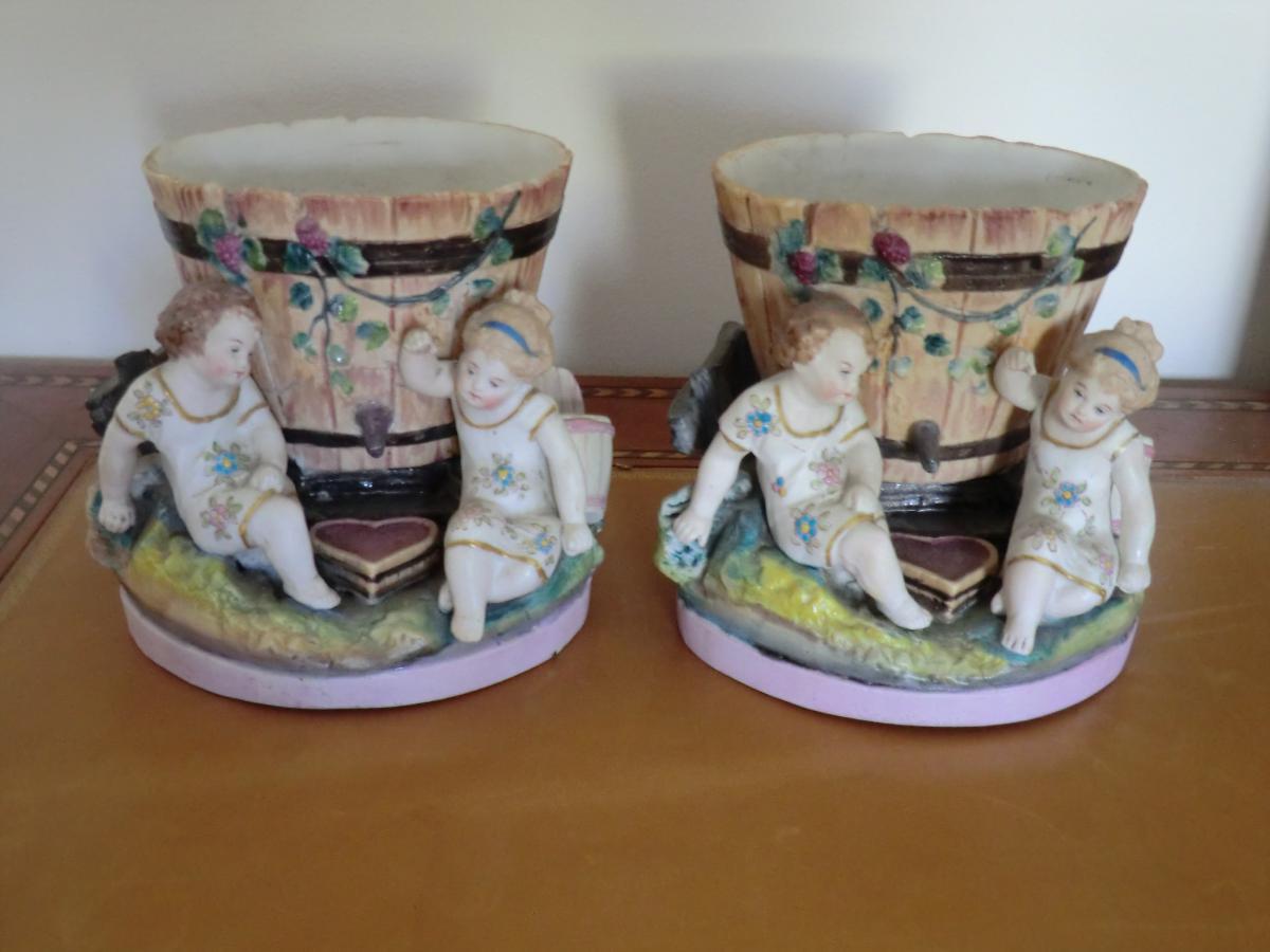 Paire De Sujets En Porcelaine De Paris