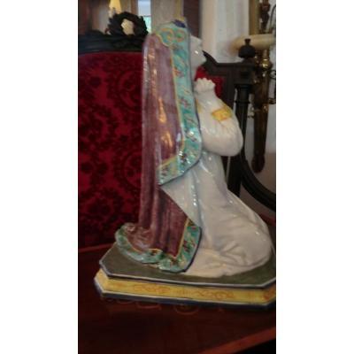 Grande Vierge Priant En Faience Polychrome