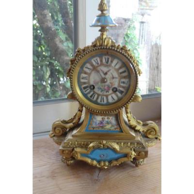 Pendule Louis XVI Bronzes Dores Et Porcelaine De Sevres