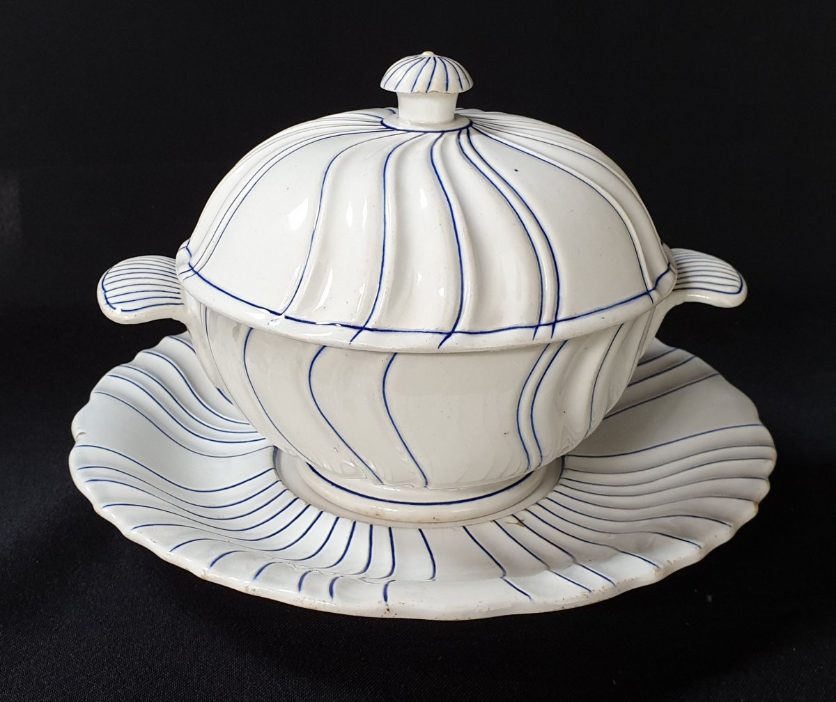 Gien Guyon De Boulen Covered Bouillon Bowl, 1844 - 1849