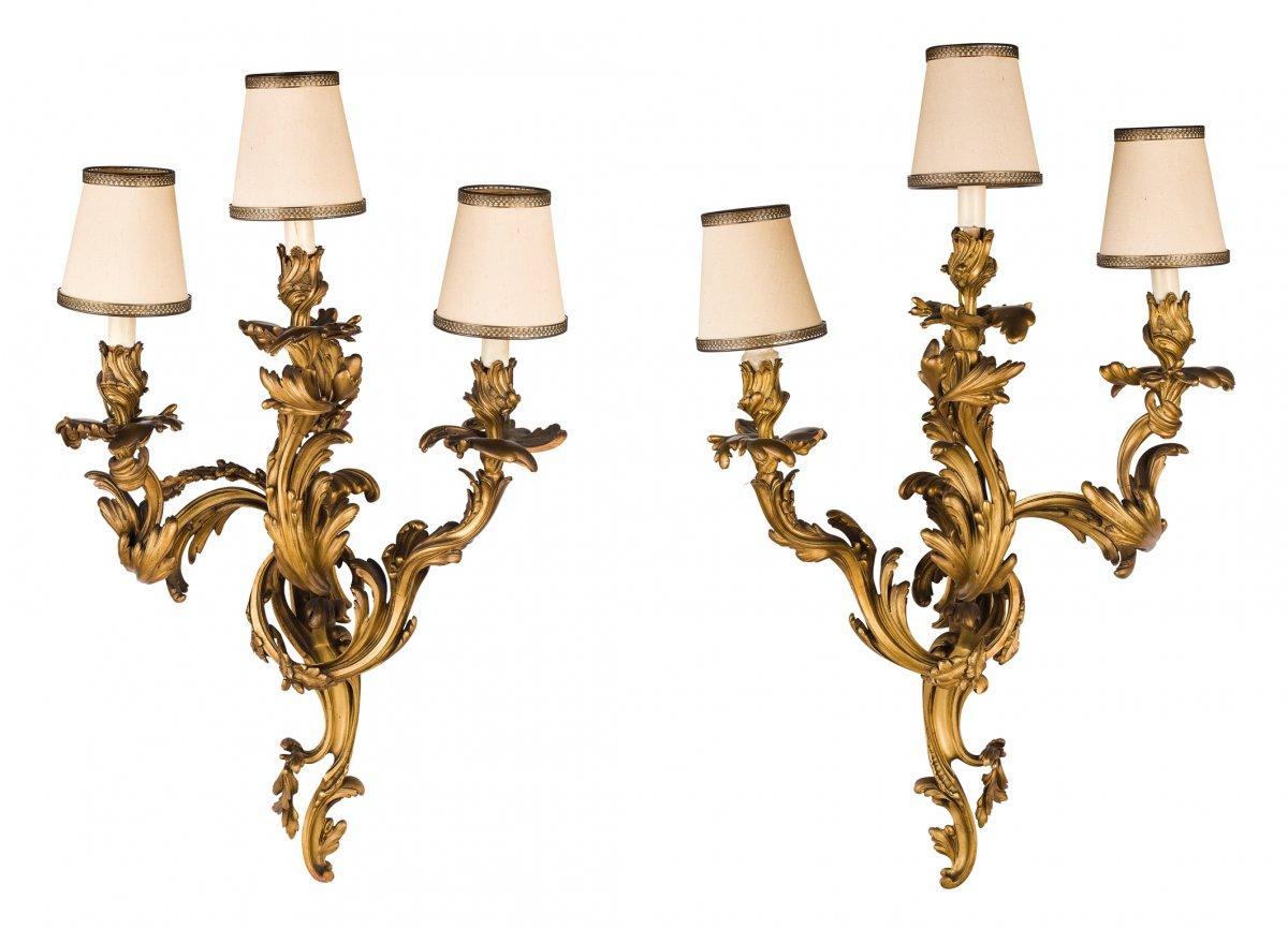 Paire D'applique à Trois Lumières En Bronze Ciselé Et Doré, France XIX Siècle