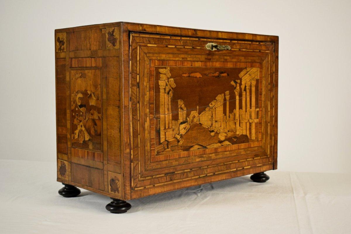 Petit cabinet en bois marqueté avec caprices architecturaux, Allemagne, manufacture d' Augsbourg, XVIIe siècle