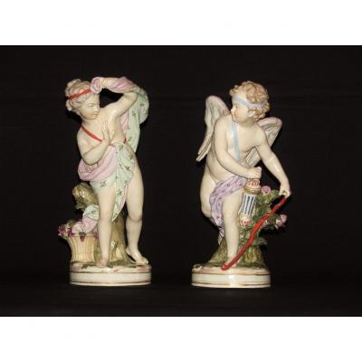 Couple De Sculptures En Porcelaine Polychrome Représentant Amour Et Psyché, France XIXe Siècle