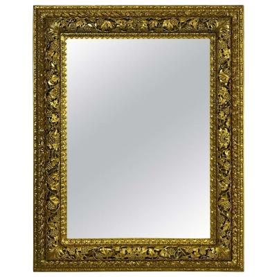 Miroir Vénitien En Bois Finement Sculpté Et Doré Du 18ème Siècle