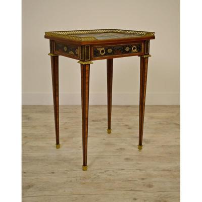 Petit Table Avec Bronze Et Laque