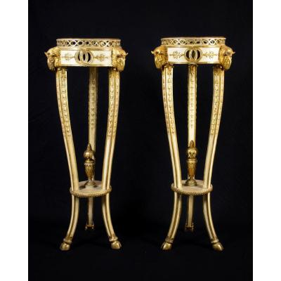 18th Century, Pair Of Italian Neoclassical Lacquered And Gilt Wood Table Gueridon