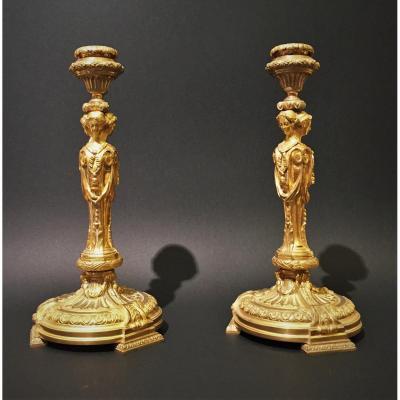 Paire De Flambeaux En Bronze Doré Avec Vestales, France Début Du XIXe Siècle