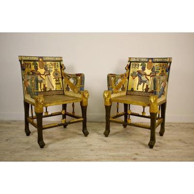 Paire De Fauteuils En Bois Sculpté, Laqué Et Doré De Goût égyptien, XXe Siècle