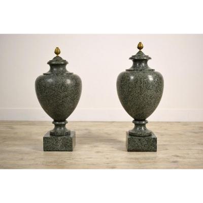 Couple De Vases En Granit Vert, XIXe Siècle, Style Louis XVI