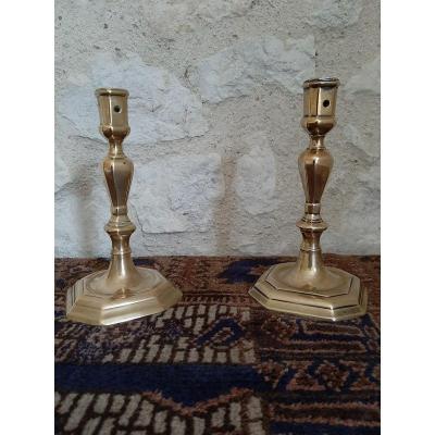Deux bougeoirs bronze fut en balustre époque 18e