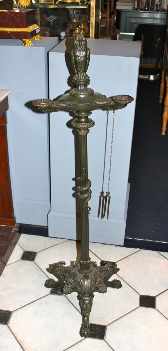 Trés Importante Lampe A Huile En Bronze A Décor De Chouette . XIXeme