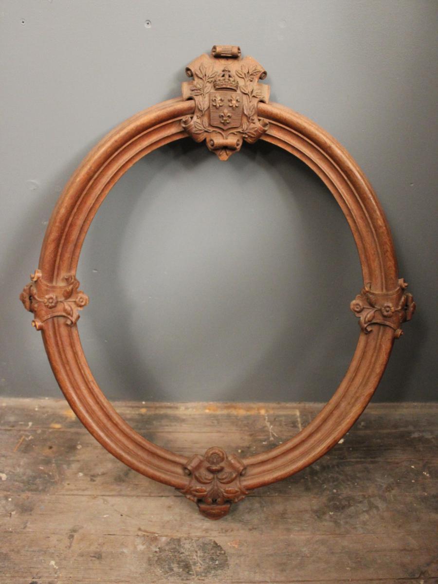 cadre ovale en bois naturel sculpt aux armes 19 me si cle cadres anciens. Black Bedroom Furniture Sets. Home Design Ideas