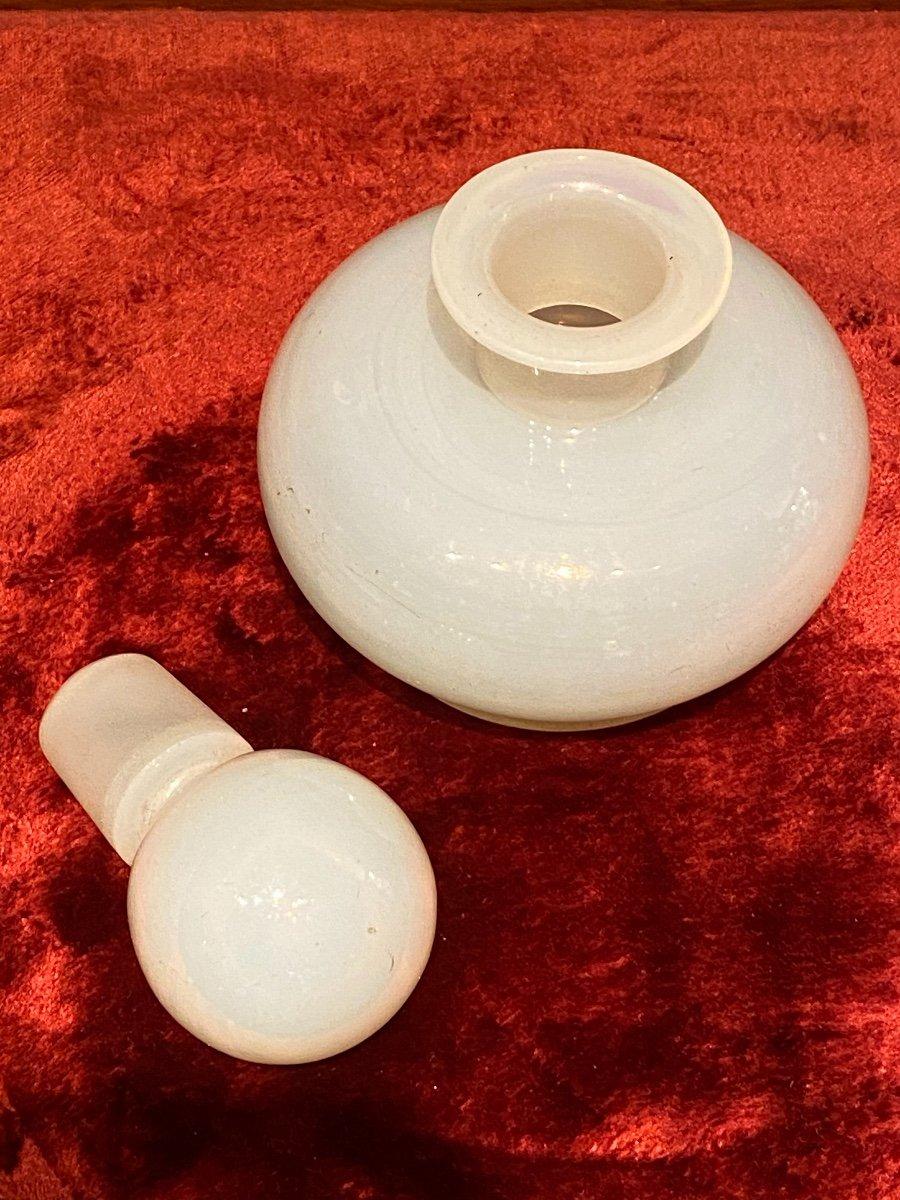 Important Flacon à Parfum En Opaline Savonneuse Ou Bulle De Savon XIXeme époque Charles X.-photo-2