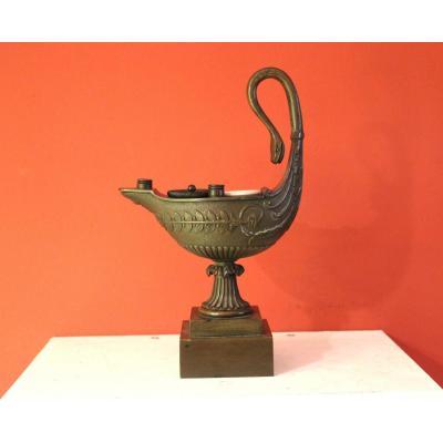 Encrier En Bronze Patiné En Forme De Lampe A Huile . Epoque Empire