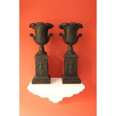 Paire De Cassolette En Bronze Ciselée Et Patinée . XIXeme Siecle