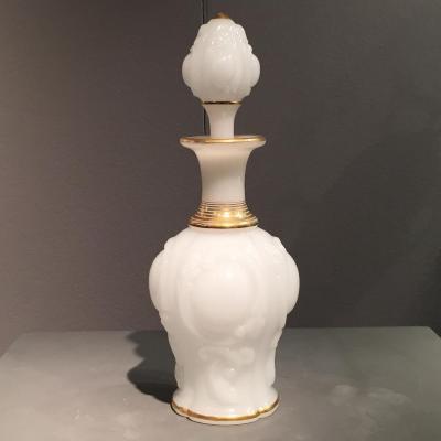 Important Flacon Opaline Blanche Décor Or Baccarat XIXeme  Napoleon III.