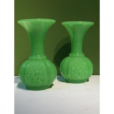 Paire De Vases En Opaline Vert Manufacture De St Louis XIXeme époque Napoleon III.