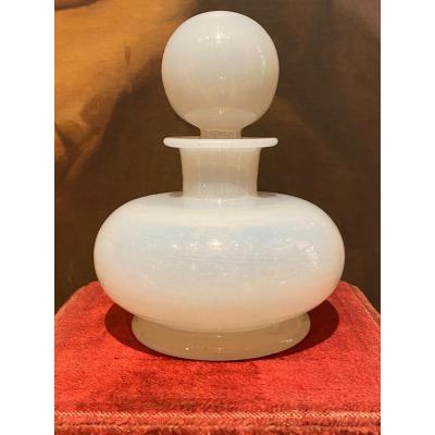 Important Flacon à Parfum En Opaline Savonneuse Ou Bulle De Savon XIXeme époque Charles X.
