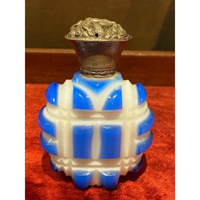 Important Salt Flask In Two-tone Opaline Overlay Cut Silver Stopper XIXth Charles X.