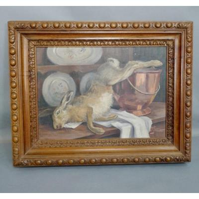 Oil on canvas depicting a Still Life with a Hare. Copper and earthenware. It is signed lower right. 19th century painting, richly carved frame in walnut. Overall dimensions: 61 cm long x 46 cm wide Dimensions with frame: 81 cm long x 64 cm wide