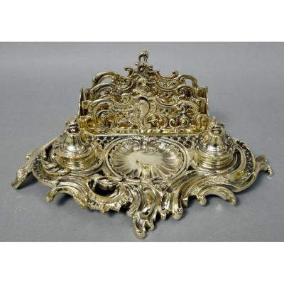 <br /> Inkwell and mail holder in finely chiseled and polished bronze in Louis XV Rocaille style. Mid-19th century period. The two small glass inkwells are original and in good condition, Ideal for an especially office.