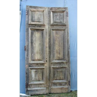 Important Pair Of Nineteenth Oak Landing Doors