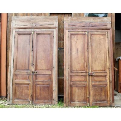 Pair of double doors with frame, double sided. Courtyard woodwork (Burgundy region) Molded doors the dimensions are: total height 286 cm door height 233 cm total length 155 cm door length 128 cm