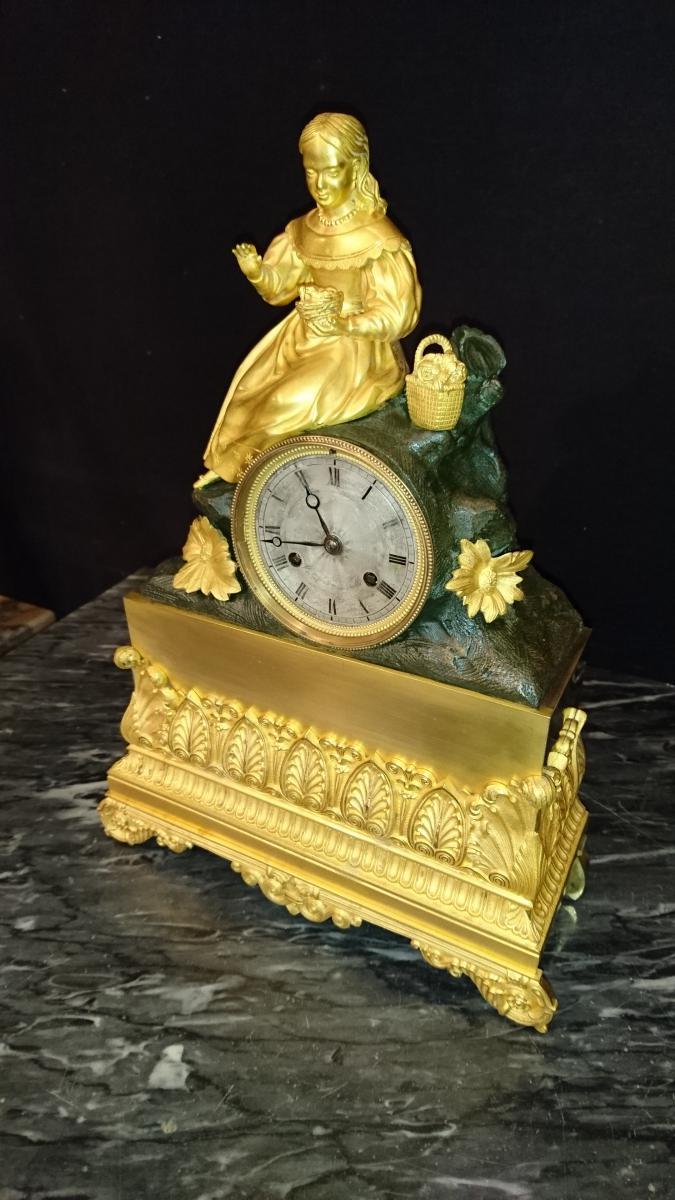 """Pendule Bronze Doré """" RESTAURATION """" époque XIXème Siècle."""