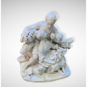 """Statuette Glazed Biscuit Capodimonte Group """"the Grape Eaters"""" After Boucher"""
