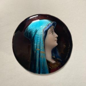 Profil De Vierge émaillé Sur Métal