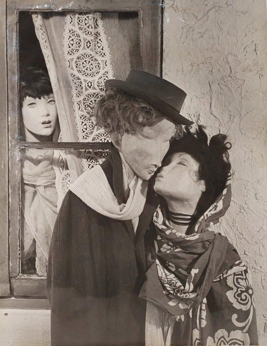 Le baiser - jalousie. Photographie par Hilmar Lokay vers 1940-50