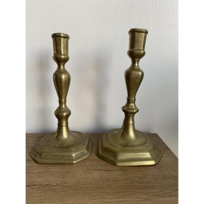 Deux Bougeoirs En Bronze Du XVIII Eme Siècle